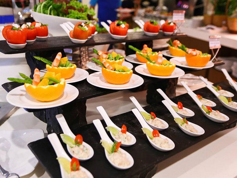 dat-tiec-buffet-tai-nha-01